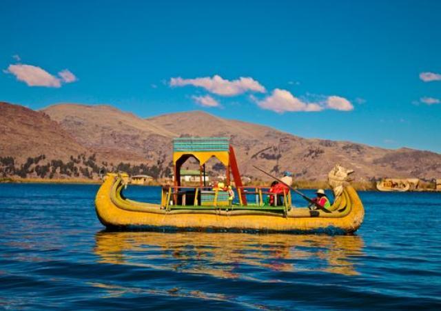 9- Barcos de Totora